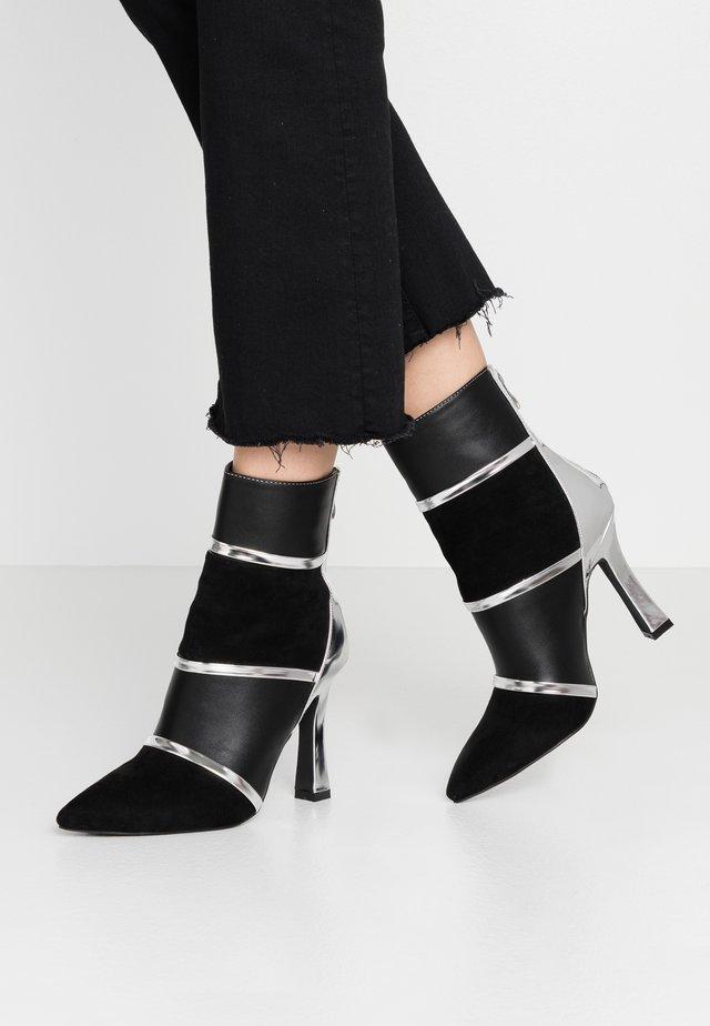 LAVETA - High heeled ankle boots - highshine silver metallic