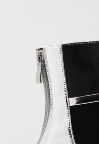 BEBO - LAVETA - Kotníková obuv na vysokém podpatku - highshine silver metallic - 2