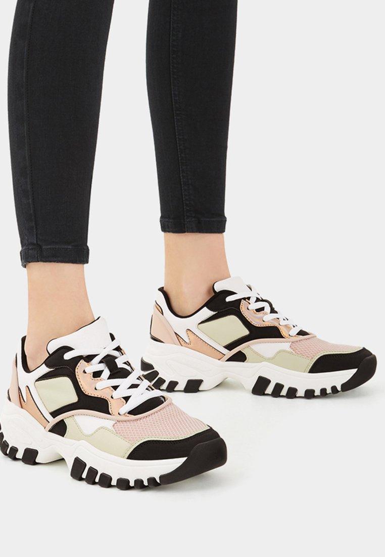Bershka - MIT BUNTEM BESATZ - Sneaker low - multi-coloured
