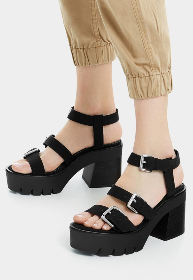 Bershka - Korolliset sandaalit - black