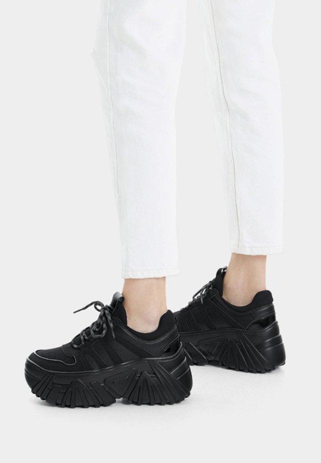 Matalavartiset tennarit - black