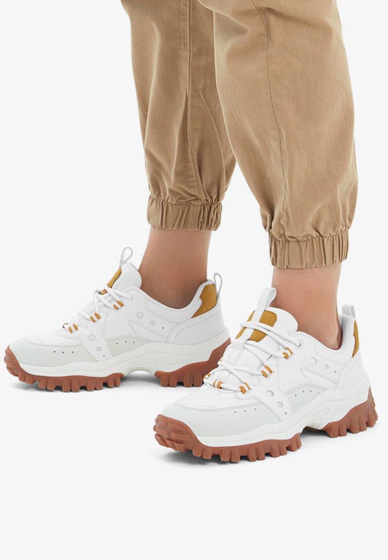 Bershka - Sneaker low - white