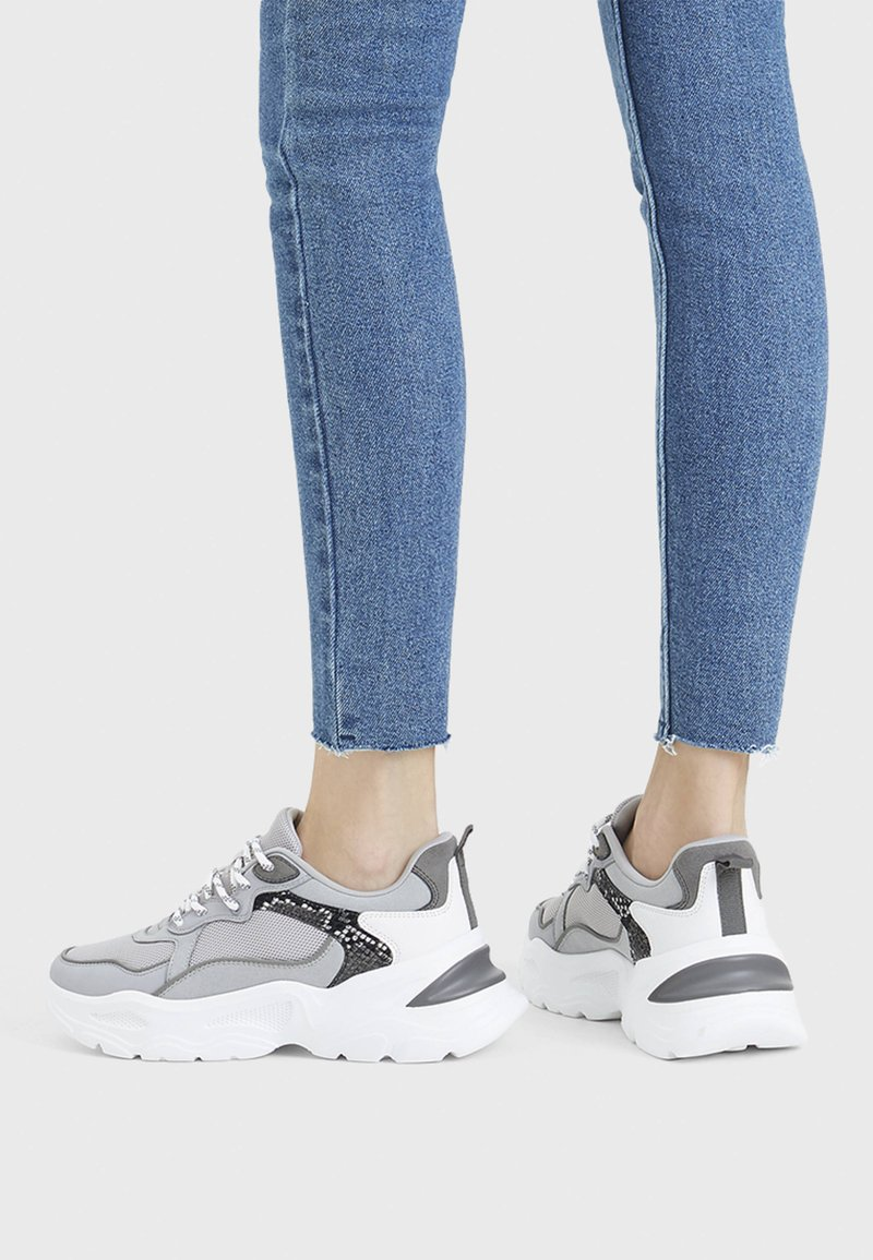 Bershka - Sneakers - grey