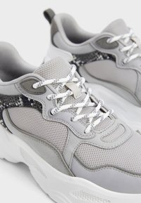 Bershka - Sneakers - grey - 5