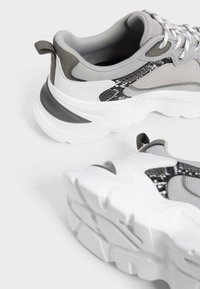 Bershka - Sneakers - grey - 4