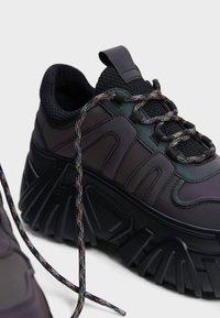 Bershka - Sneakersy niskie - black - 4