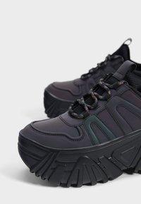 Bershka - Sneakersy niskie - black - 5