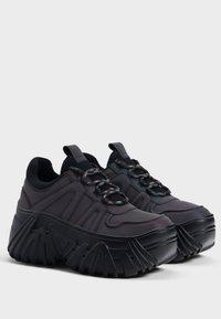 Bershka - Sneakersy niskie - black - 3