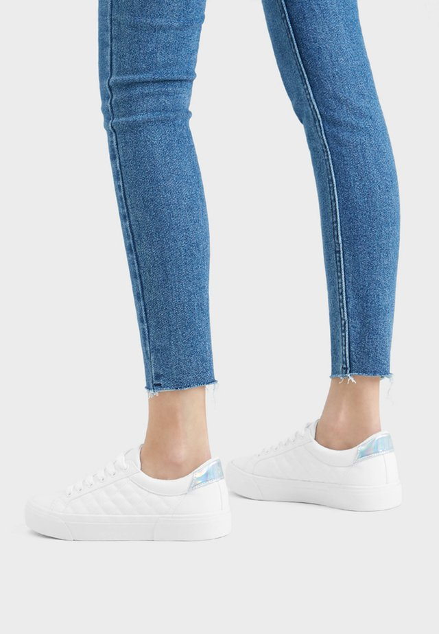 HAUSSCHUH MIT STEPPMUSTER 11402560 - Trainers - white
