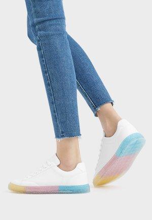 SNEAKER MIT MODISCHER SOHLE 11414560 - Sneakers basse - white
