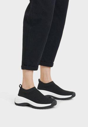SNEAKER MIT NETZSTOFF UND SOCKEN 11532560 - Sneakersy niskie - black