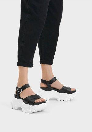 SPORTLICHE PLATEAU-SANDALEN 11803560 - Platform heels - black