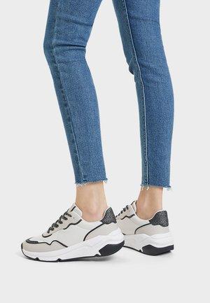 MIT PUDER MIT GLANZPARTIKELN - Sneakers laag - stone
