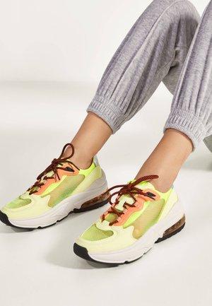 MIT DURCHSCHEINENDEN ELEMENTEN  - Sneakers laag - multi-coloured