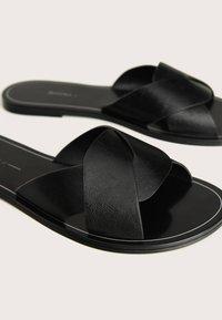 Bershka - Pantofle - black - 5