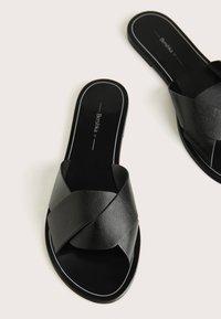 Bershka - Pantofle - black - 4