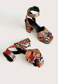 Bershka - MIT ANIMALPRINT  - Sandalen met hoge hak - multi-coloured - 2