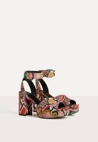Bershka - MIT ANIMALPRINT  - Sandalen met hoge hak - multi-coloured - 3