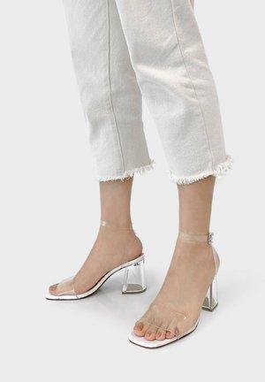 METHACRYLAT - Sandalen met hoge hak - white