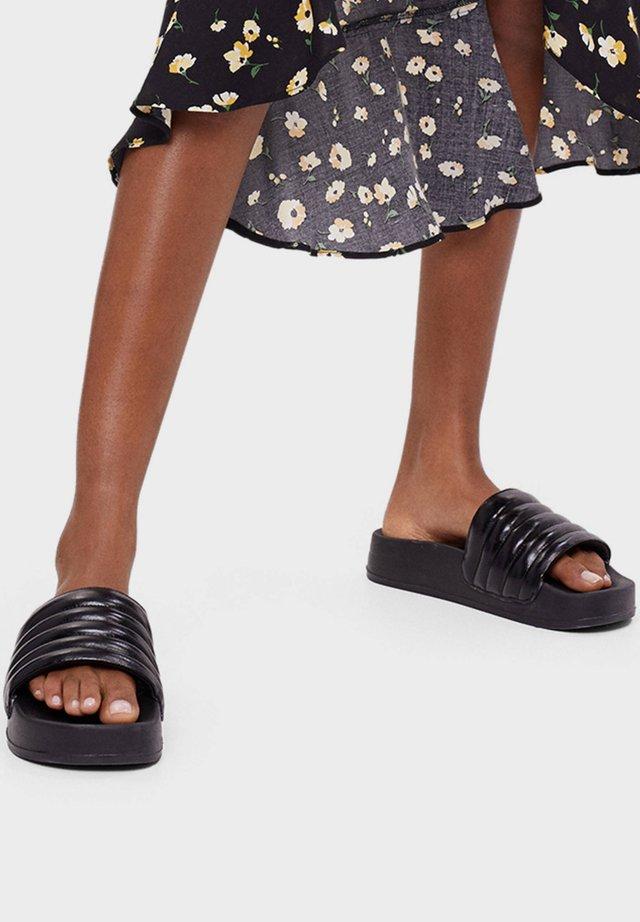 GESTEPPTE PLATEAU - Slippers - black