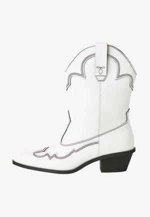 MIT ABSATZ UND STEPPNÄHTEN - Cowboy-/Bikerlaarsjes - white