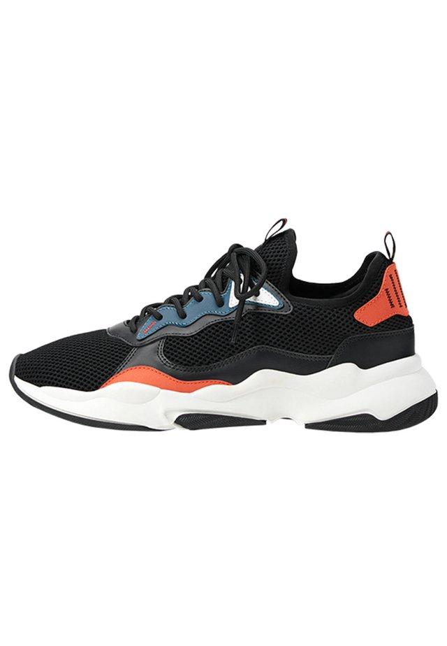 HERREN-SNEAKER MIT FARBLICH ABGESETZTEM NETZSTOFF 12310560 - Sneakers - black