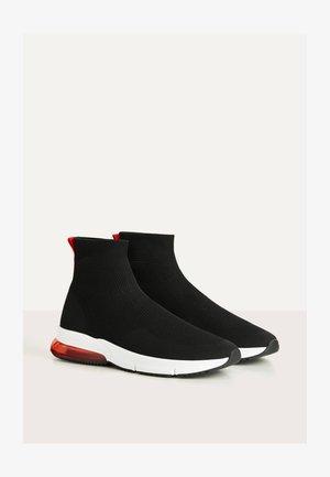 MIT ELASTISCHEM SCHAFT - Sneakers high - black