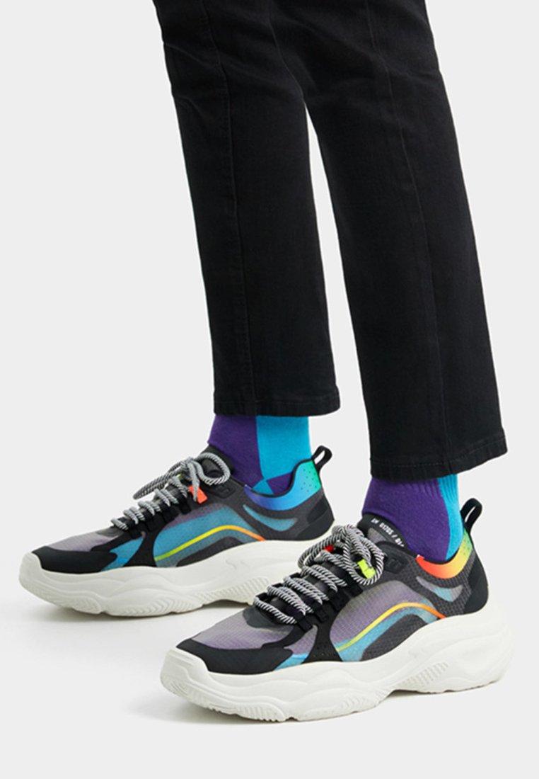 Bershka - DURCHSCHEINENDE - Sneaker low - black