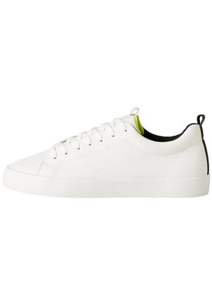 HERREN-SPORTSCHUHE MIT BROGUING-ELEMENT 12420560 - Baskets basses - white
