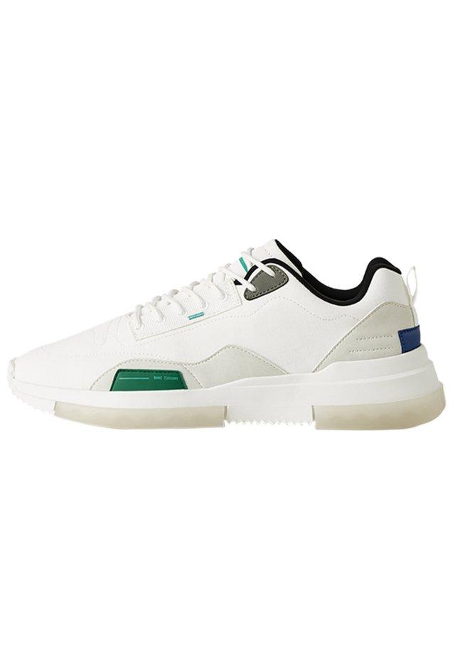 MIT DURCHSCHEINENDER  - Sneakers - white
