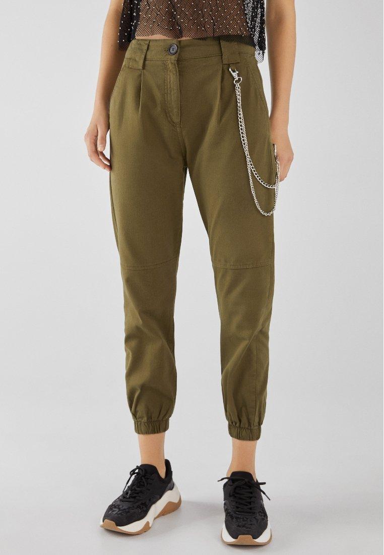 Bershka - UTILITY - Trousers - khaki