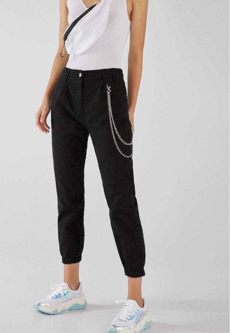 Bershka - UTILITY - Spodnie materiałowe - black