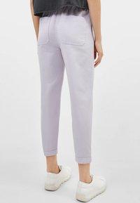 Bershka - Pantalon de survêtement - dark purple - 2