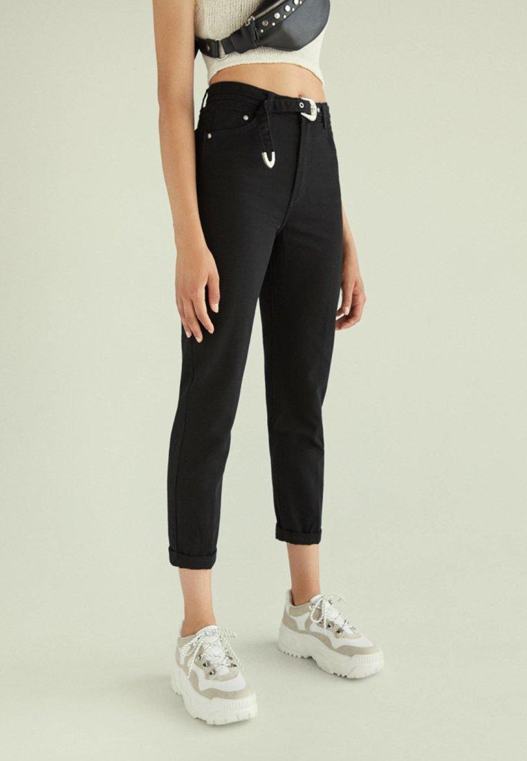Bershka - MIT GÜRTEL - Straight leg jeans - black