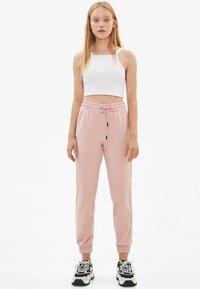 Bershka - Pantalon de survêtement - rose - 1