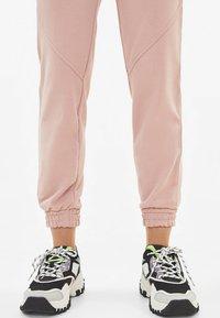 Bershka - Pantalon de survêtement - rose - 3