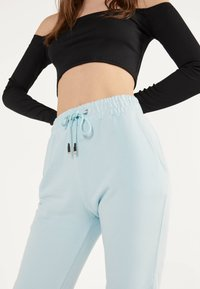 Bershka - Trainingsbroek - light blue - 3