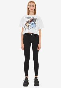 Bershka - IM PUSH-UP-SCHNITT - Jeans Skinny Fit - black - 1