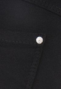 Bershka - IM PUSH-UP-SCHNITT - Jeans Skinny Fit - black - 4