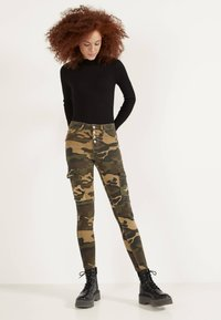 Bershka - Jeans Skinny - khaki - 1