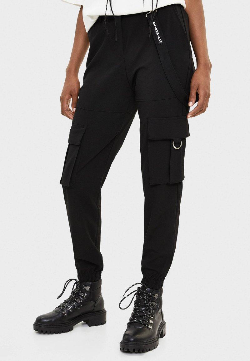 Bershka - CARGOHOSE  - Pantaloni cargo - black