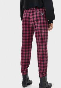 Bershka - Pantalon classique - neon pink - 2