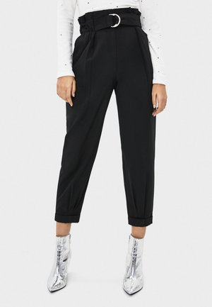 MIT GÜRTEL  - Pantaloni - black