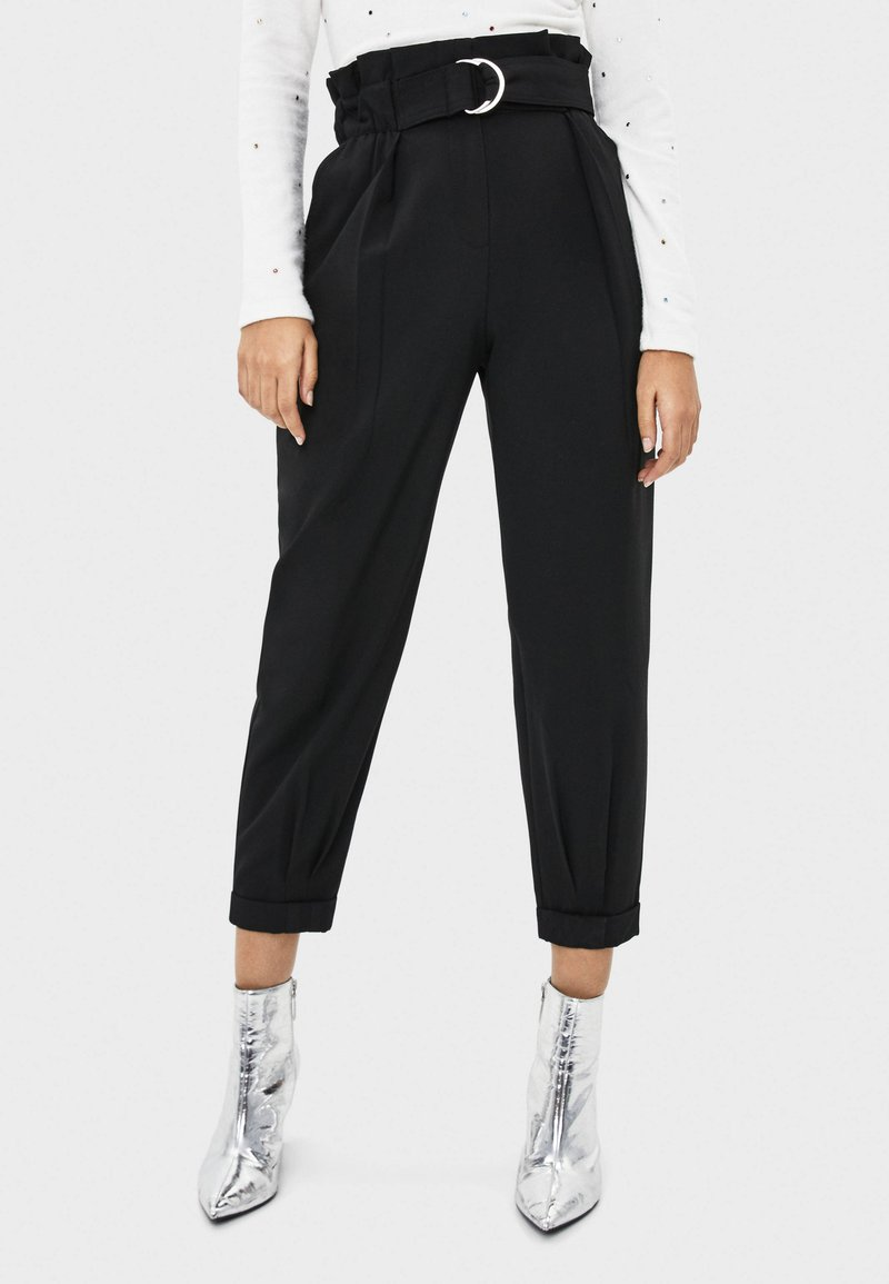Bershka - MIT GÜRTEL  - Pantalon classique - black