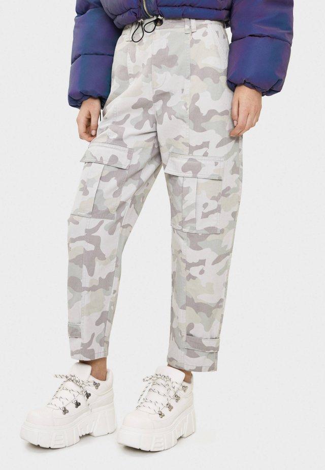 CARGOHOSE MIT CAMOUFLAGEPRINT 00179019 - Pantaloni cargo - grey