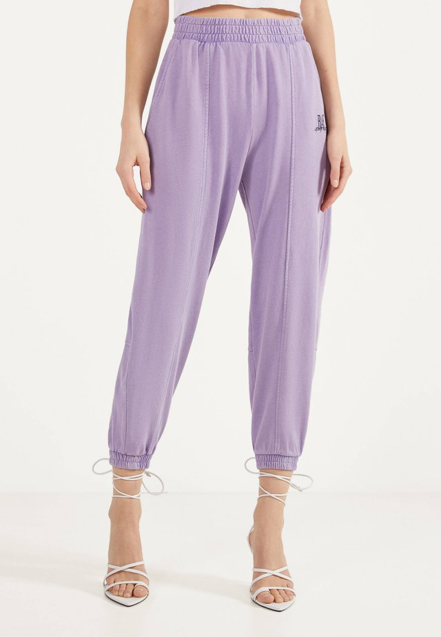 MIT STICKEREI  - Pantaloni sportivi - mauve