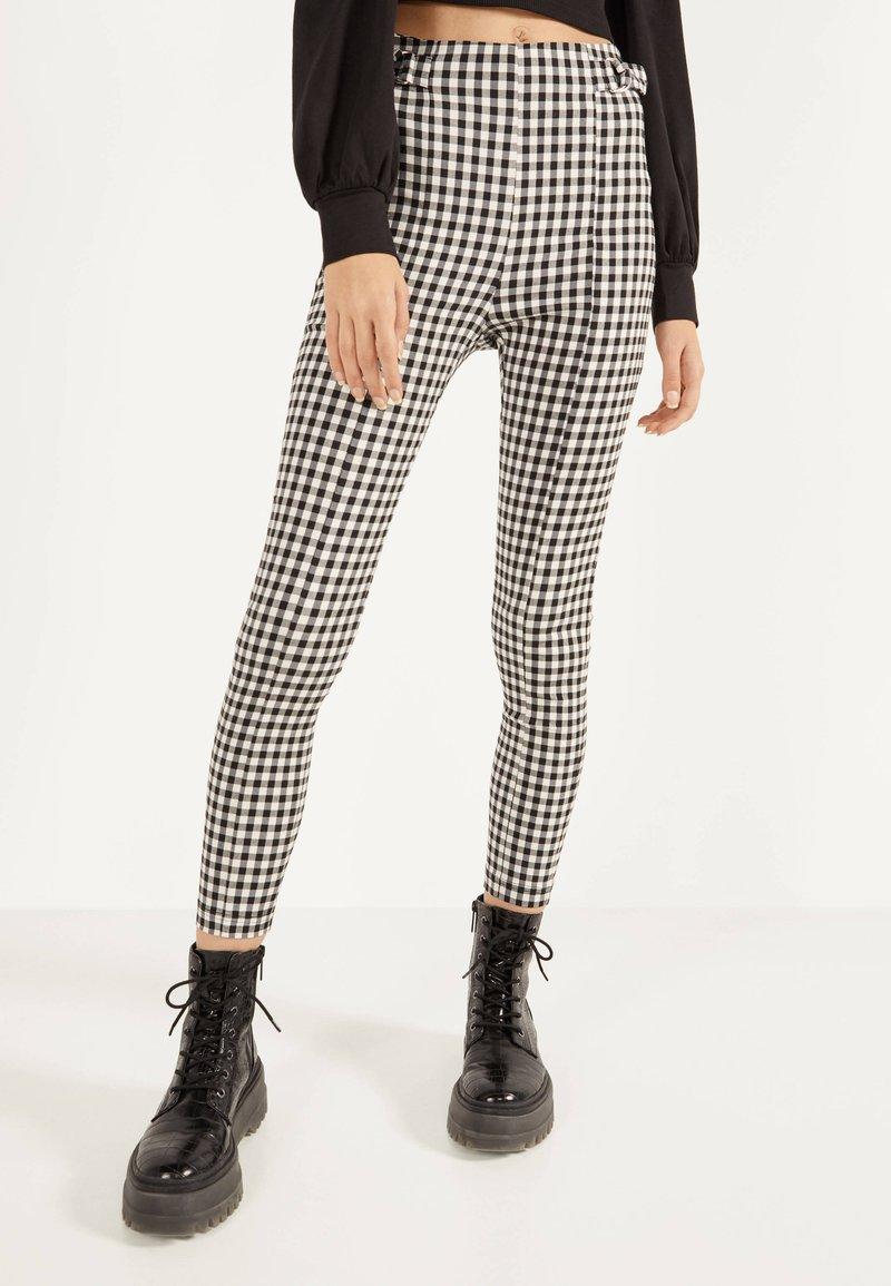 Bershka - MIT SCHNALLEN - Leggings - Trousers - grey