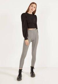 Bershka - MIT SCHNALLEN - Leggings - Trousers - grey - 1