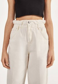 Bershka - MIT STRETCHBUND  - Trousers - beige - 3
