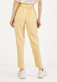 Bershka - Spodnie materiałowe - mustard yellow - 2